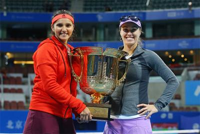 Sania Mirza-Martina Hingis won women's doubles title of China Open